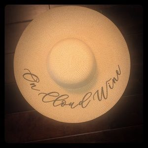 "Accessories - Beach Hat ""On Cloud Wine"""